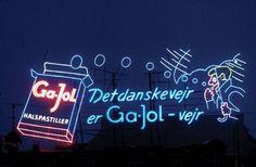 Gajol sign by the lakes in copenhagen Visual Advertising, Kingdom Of Denmark, Vintage Neon Signs, Danish Food, Scandinavian Countries, Odense, Copenhagen, Eat Smart, Bergen