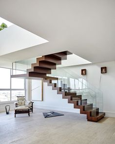 """Carolina Maluhy on Instagram: """"Staircase in wood and glass l Photo @ilanabessler #estudioilanabessler"""" Scale, Entryway, Stairs, Stair Case, Wood, Interior, Instagram, Home Decor, Mulches"""