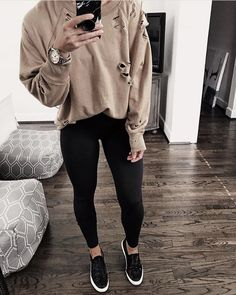 Jumper Outfit, Sweater Outfits, Cute Outfits, Work Outfits, Simple Summer Outfits, Cut Sweatshirts, Autumn Winter Fashion, Winter Style, Fashion 2017
