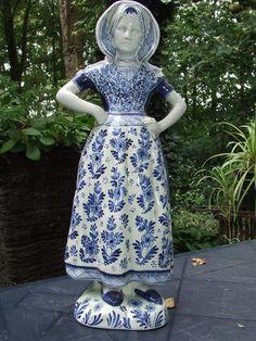 Vintage Delft blue figure (1957)