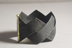 Bracelet | Ralph Bakker. 2008. Gold and oxidized silver