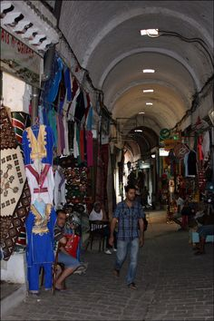 TUNIS - MEDINA - ALL KINDS OF THINGS ARE SOLD HERE