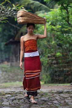 Bali Traditional Dress,  Yanti Ni Komang.