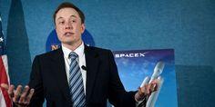 Elon Musk, le PDG du constructeur Tesla a également investi dans le photovoltaïque (SolarCity) et l'espace, avec SpaceX, qui oeuvre à dévelo...