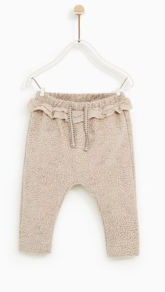 A great addition to any girls wardrobe! Girls Joggers, Girls Pants, Baby Leggings, Baby Pants, Kids Dress Wear, Baby Dress, Baby Girl Fashion, Kids Fashion, Baby Fashionista