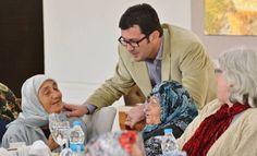 'Her Şey Annelerimiz İçin' başlığında etkinlik düzenleyen Bergama Belediyesi, evlerinden taksiyle alınan 65 yaş üstü annelerle kahvaltıda buluştu. Bergama Belediyesi 'Anneler Günü' dolayısıyla 'Her Şey Annelerimiz İçin' başlığında anlamlı bir etkinlik düzenledi. 65 Yaş üzerindeki bakıma muhtaç vatandaşların yaşam kalitelerini arttırmayı amaçlayan Evde Bakım Hizmeti Projesi ile ulaşılan yaklaşık 100 anne, Bergama Belediye Başkanı Mehmet …