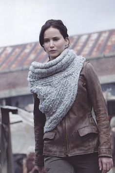Katniss's cowl from Catching Fire. ► The huntress' piece was designed for the movie by Maria Dora according to onscreenstyle.com and handwoven, not knitted or crocheted, to fit Katniss' hunting requirements