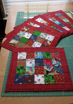 Scrappy Christmas Quilted Placemats (Picture only)Patchwork Star Ornaments Are Quick and Easy - Quilting DigestThese Hot Pads Are Super Quick To Make - Quilting DigestQuilted, Folded Potholders Make Great Gifts!Table Runner with a Twist Quilt Christmas Patchwork, Christmas Placemats, Christmas Sewing, Christmas Quilting, Quilted Table Runners Christmas, Christmas Mug Rugs, Christmas Ideas, Small Quilts, Mini Quilts