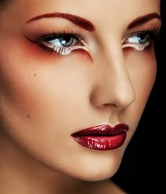 What make-up looks are you entering this week for #makeupMonday St George's Day themed? We love this red and white look!