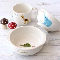 【ニッコーの子供食器】「accototo(アッコトト)」は ふくだとしお・あきこ夫妻の絵本作家ユニット。ふたりが描き出す動物たちは、シンプルながらも表情豊かで、いきいき楽しそう。お気に入りの器は、食べる楽しさや、ものを大切にする気持ちを育みます。 accototo 13cm小鉢、10cmライスボール、マグ(ss) #baby #tableware #NIKKO