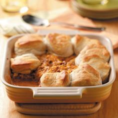 Cheeseburger Biscuit Bake Recipe from Taste of Home -- shared by Kate Frasure, and her mom, Joy of Longmont, Colorado easy baking recipes Cheese Burger, Taste Of Home, Beignets, Pasta, Food Dishes, Main Dishes, Food Food, Casserole Recipes, Beef Casserole