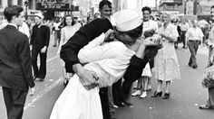 World War II kissing sailor died in Dallas at the age of 86.