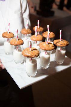 Presentación bonita de  leche con galletas !