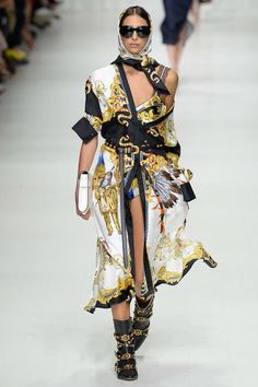 Versace Spring 2018 Ready-to-Wear Fashion Show