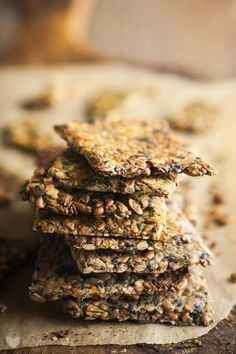 Chrupiące i słone, ale za to nieziemsko zdrowe. Idealny zamiennik chipsów, paluszków i innych słonych przekąsek, które lubimy zjadać w nadmiarze podczas kolejnego sezonu ulubionego serialu. Dosłownie, zmieniające życie! Wszyscy znamy chleb zmieniający życie, którym Sarah z My New Roots zawojowała cały… Read More