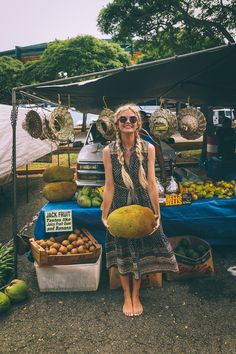 Unpublished Photos - Barefoot Blonde by Amber Fillerup Clark Barefoot Blonde, Barefoot Girls, Amber Fillerup Clark, Jean Marie, Fruit Stands, Look Boho, How To Pose, Denim Outfit, Denim Fashion