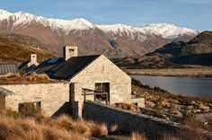 Central Otago House is a traditional mountain refuge designed by New Zealand studio Sumich Chaplin Architects. This mountain house is . Exterior House Colors, Exterior Paint, Exterior Design, New Zealand Architecture, Modern Architecture, Central Otago, New Zealand Houses, Exterior Cladding, Modern Barn