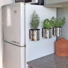 IdeiA de #reuso com latas de metal.   Pinterest:  http://ift.tt/1Yn40ab http://ift.tt/1oztIs0 |Imagem não autoral|