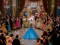 A new trailer for Cinderella has debuted online shortly before its Berlin Film Festival premiere.