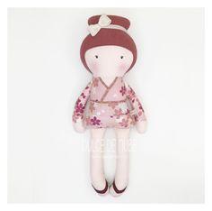 Diseñar muñecas de forma tan personalizada, hace que cada uno de ellas siempre tenga una gran historia detrás y alma propia. En esta ocasión Dulce viste un kimono japonés con un tejido procedente del mismo país 🇯🇵⠀⠀⠀⠀⠀⠀⠀⠀⠀⠀⠀⠀⠀⠀⠀⠀⠀⠀ ⠀⠀⠀⠀⠀⠀⠀⠀⠀⠀⠀⠀⠀⠀⠀⠀⠀⠀ #dulcedenube #embarazadasbarcelona #muñecasdetrapo #muñecasdetela #fetama #regalsbonics #handmade #makersmovement #mamas #mamasdulce #regalosparabebes #regalosparaprincesas #colorpastel #baby #mommy #fabricdoll #japon Fabric Dolls, Hello Kitty, Minnie Mouse, Pastel, Christmas Ornaments, Holiday Decor, Disney Characters, Handmade, Color