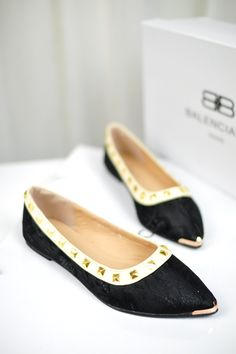 Flat Shoes, Shoes Heels, Korean Princess, Princess Shoes, Metalhead, Chanel Ballet Flats, Fashion Shoes, Retro, American
