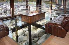 mountain-living-room-featuring-a-glass-floor-to-see-the-ground-or-river1.jpg (600×399)