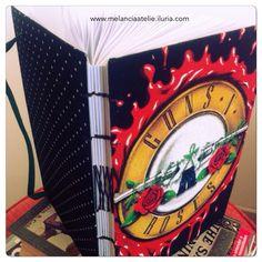Vejam só como ficou o scketchbook  feito com o reaproveitamento de uma bandana! Essa costura exposta, deu ainda mais estilo ao caderno.