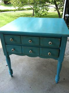 Here's an idea to refresh my night stands :) DIY painting and distressing
