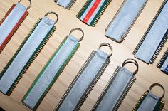 Old zippers to reflectors. Diy Crafts For School, Diy And Crafts, Diy Clothes Refashion, Make And Sell, How To Make, Diy Tassel, Diy Projects To Try, Zippers, My Photos