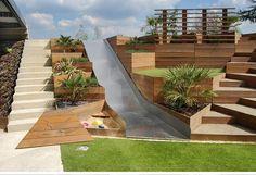 Grande cour extérieure avec aire de jeux, design Eldridge Londres, photographie…