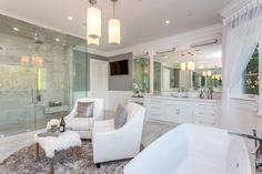Luxury real estate in Pacific Palisades CA United States - East Coast Traditional Estate - JamesEdition Bathroom Inspo, Master Bathroom, Bathroom Ideas, Pent House, My House, Mansion Bathrooms, Pacific Palisades, Home Bedroom, Bedrooms