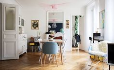 I'm in the mood for something bright and cheerful today, how about you?! Want to come with me to explore the happy Parisien home of Lisa, b...