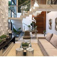 Um luxo   Por @arqmbaptista Elas sempre arrasam  .  #repost #arquiteturacontemporanea #arquitetura #instaarch #archlovers #instadecoração #instadecor #living #luxo #architecture #interiores