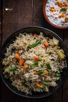Veg Biryani Recipe Indian, Vegetable Biryani Recipe, Indian Veg Recipes, Arabic Recipes, Indian Appetizers, Indian Snacks, Indian Foods, Yummy Veggie, Veggie Food