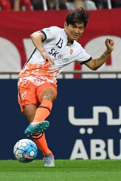 Chung Woon of Jeju United FC in action during the AFC Champions League Round of 16 match between Urawa Red Diamonds and Jeju United FC at Saitama Stadium on May 31, 2017 in Saitama, Japan.