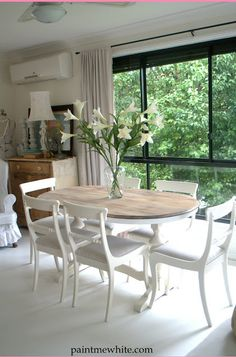 Paint Me White: Dining Table Makeover - Inspiration Piece Dining Room Chairs, Dining Room Furniture, Table And Chairs, Coaster Furniture, Paint Furniture, Lounge Chairs, Oval Kitchen Table, Oval Table, Oval Dinning Room Table