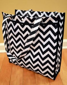 WIN a Georgia Chevron Tote and Chevron Sunglass Case from Diddle Daddles at The Funky Monkey! Giveaway ends 6/9/13