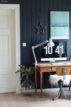 Hjemme hos Marthebo Foyer Staircase, Entrance Foyer, Deco Blue, Hanging Canvas, Diy On A Budget, Cladding, Decoration, Beach House, Gallery Wall