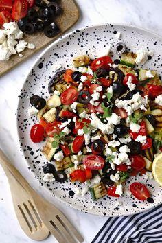 Řecký salát s grilovanou zeleninou a balkánským sýrem Caprese Salad, Red Peppers, Insalata Caprese