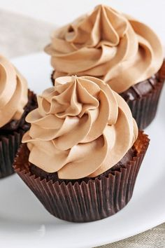 Buttercream Frosting Mocha Buttercream Frosting Dessert Recipe with powdered sugar, cocoa powder, butter, and brewed coffee - Quick and easy 10 minute recipe Mocha Frosting, Icing Frosting, Buttercream Recipe, Frosting Recipes, Cupcake Recipes, Cupcake Cakes, Dessert Recipes, Coffee Frosting Recipe, Cupcake Icing Recipe