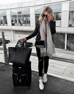 Airplane outfits, airport travel outfits и airport chic. Airport Travel Outfits, Winter Travel Outfit, Airport Style, Fall Winter Outfits, Outfit Summer, Casual Travel Outfit, Travel Attire, Casual Wear, Gq