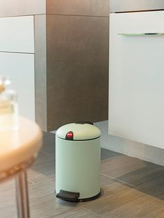 The silent, seal-tight cosmetics bin with the curved lid and clip, coloured in matt mint.