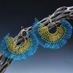 Brincos azuis