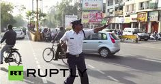 Ranjeet Singh, traffic police of Indore is directing traffic with MoonWalk. To make everyone follow the rules and to make them understand, I regulate traffic by dancing, laughing and entertaining them.