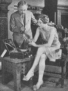 Vintage Hairstyles Max Factor Make-up Masterclass 1931 1930s Makeup, Vintage Makeup, Vintage Beauty, Vintage Vanity, Hollywood Makeup, Old Hollywood Movies, Applying Eye Makeup, Ideal Beauty, Joan Crawford