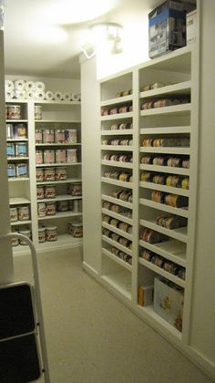 Great canning and food storage room. I love this organized pantry storage room, great for adding can to the top and letting them roll down. Canning products can be stored here as well as preserved meats (fish, game) in bio free contamination coolers. Pantry Storage, Pantry Organization, Kitchen Storage, Organized Pantry, Pantry Ideas, Pantry List, Can Storage, Basement Storage, Water Storage