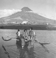 Young Filipinos with a boat, Legaspi City, Mayon Volcano, Southeast Luzon Island. Philippines Culture, Manila Philippines, Philippines Travel, Philippines People, Exotic Beaches, Tropical Beaches, Filipino Culture, Filipino Art, Filipino Tattoos