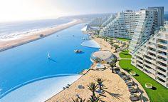 Chilessä sijaitsevan hotellialueen uima-allas on niin suuri, että siinä voi jopa purjehtia.