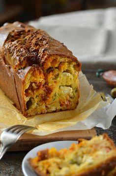 Là, je dois tout de suite être honnête avec vous, c'est mon homme qui a réalisé ce délicieux cake au chorizo, olives et fromage feta...