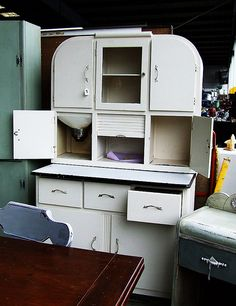 Hoosier Cabinet 20s? 30s? Gorgeous!